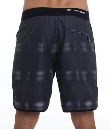 GIRAFE LIMITED EDITION MEDIUM LENGTH BOARDSHORT